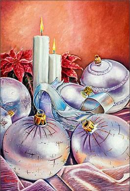 Bougies d'argent et boules de Noël